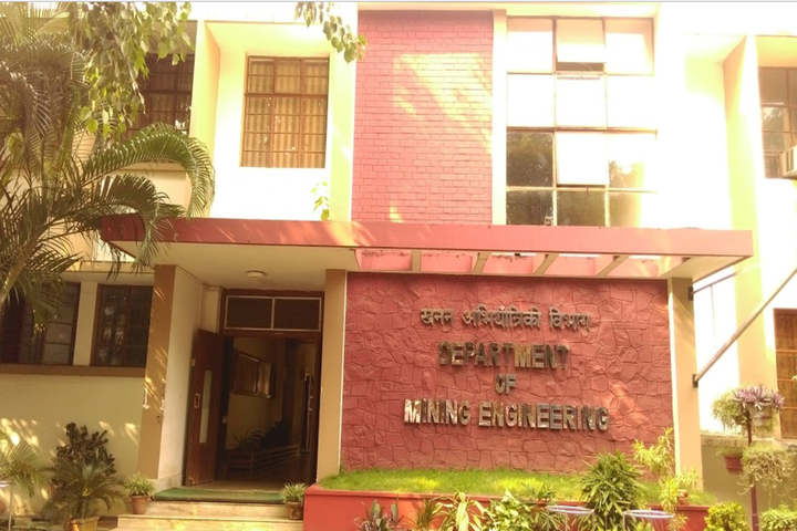https://cache.careers360.mobi/media/colleges/social-media/media-gallery/117/2018/9/14/Engineering Block of Indian Institute of Technology Kharagpur_Campus-View.png